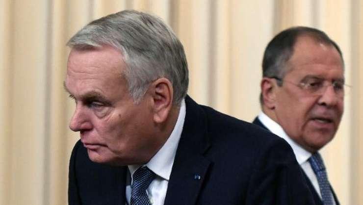 Ministrul de externe francez Jean-Marc Ayrault si omologul sau rus Serghei Lavrov