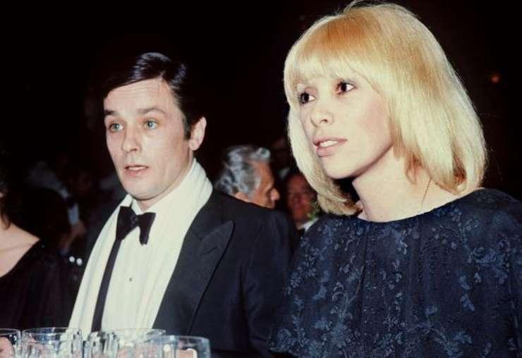 Mireille Darc alaturi de Alain Delon în 1976