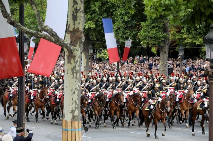 Garda republicana pe Champs-Elysées, 14 iulie 2017