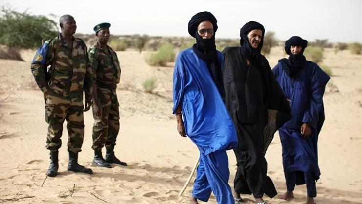 Militari malieni şi tuaregi.
