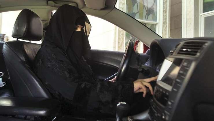 Femeile din Arabia Saudită au în sfîrşit dreptul de a conduce o maşină