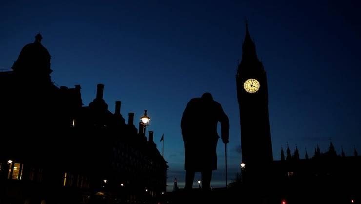 Statuia lui Winston Churchill în faţa Parlementului britanic de la Londra.