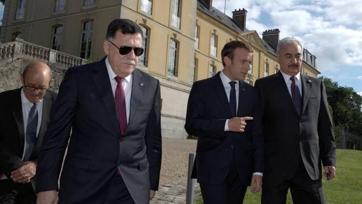 Primul ministru libian, Fayez al-Sarraj, preşedintele francez Emmanuel Macron şi mareşalul Haftar la Paris, 25 iulie 2017.