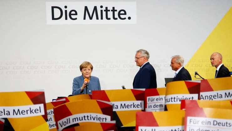 Angela Merkel dupa anuntarea rezultatelor la legislativele de pe 24 septembrie
