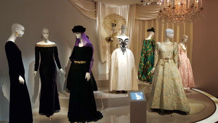 Muzeul Yves Saint Laurent îsi are sediul unde era atelierul istoric al marelui creator de modà, pe 5, Avenue Marceau din Paris