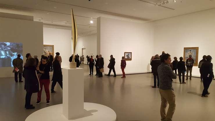 """""""Pasàrea în spatiu"""" a lui Constantin Brâncusi face parte din capodoperele de la MoMA ce pot fi vàzute acum la Fundatia Vuitton din Paris"""