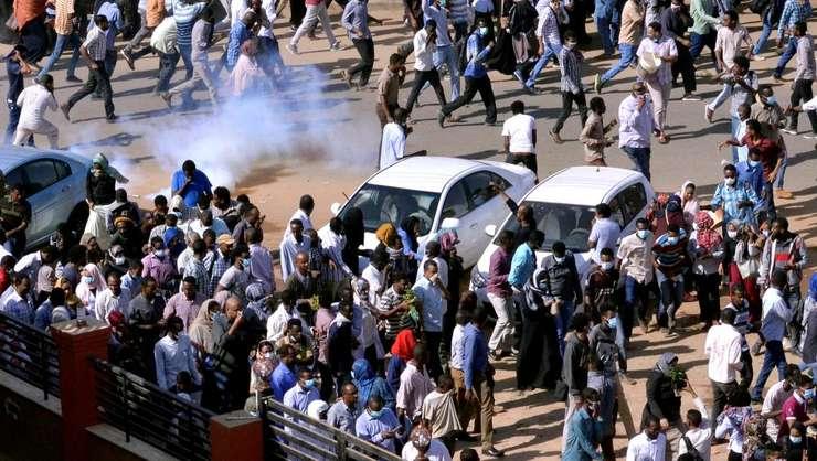 Manifestanţi dispersaţi de poliţie la Khartoum în decembrie 2018.