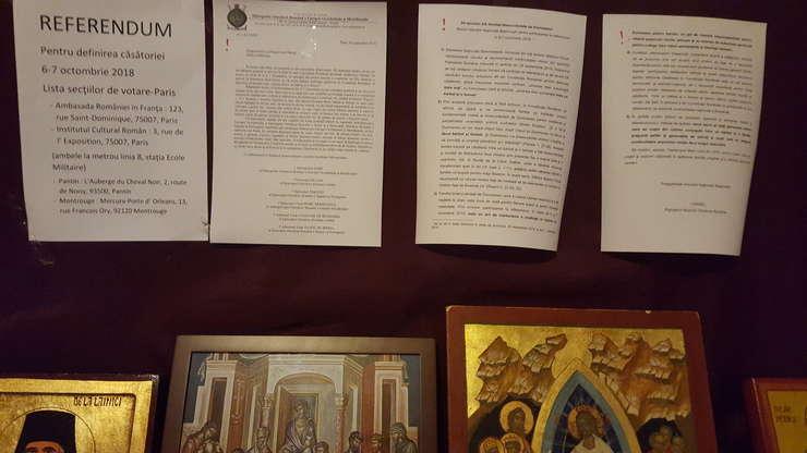 Icoane, informatii privind sectiile de votare si îndemnuri sà voteze DA în interiorul parohiei sfintelor Parascheva si Genoveva din Paris