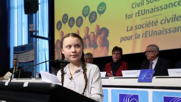 Greta Thunberg exprimîndu-se în faţa Parlamentului suedez