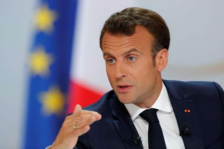 Preşedintele francez Emmanuel Macron rostind un discurs