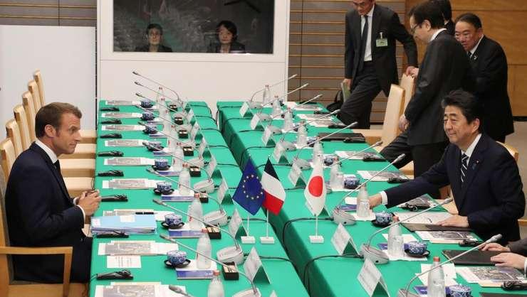 Emmanuel Macron în prima zi a vizitei sale în Japonia, convorbiri cu Shinzo Abe