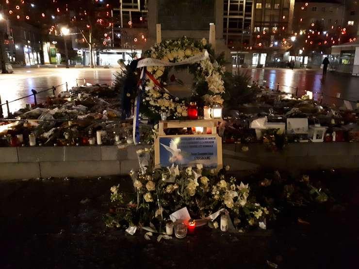Memorial improvizat la Strasbourg dupà atentatul din 11 decembrie 2018