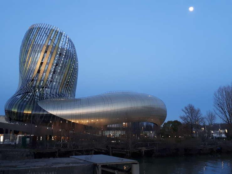 Cetatea vinului din Bordeaux, pe înserate
