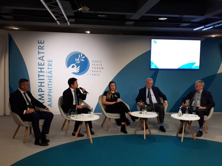 Ion Lazarenco Tiron (în stânga) a participat la a editia a 2-a a Forumului pàcii de la Paris