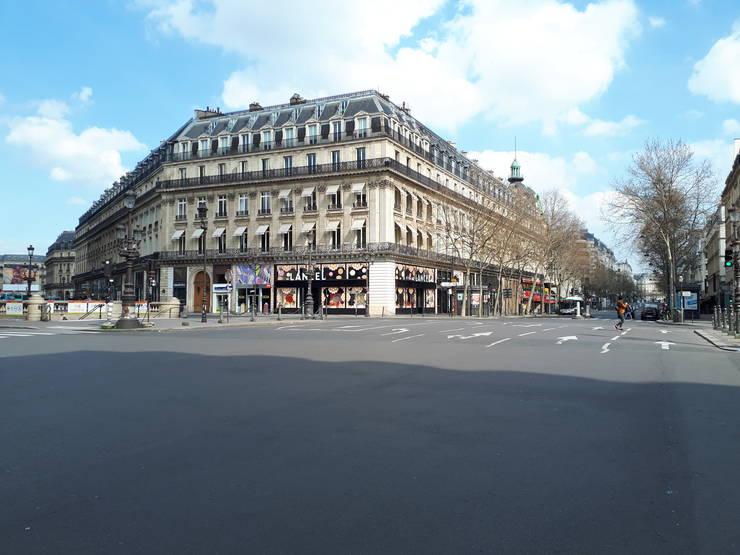 La Paris, în general, carantina este respectatà cu mici exceptii. Aici, Place de l'Opéra, 18 martie 2020