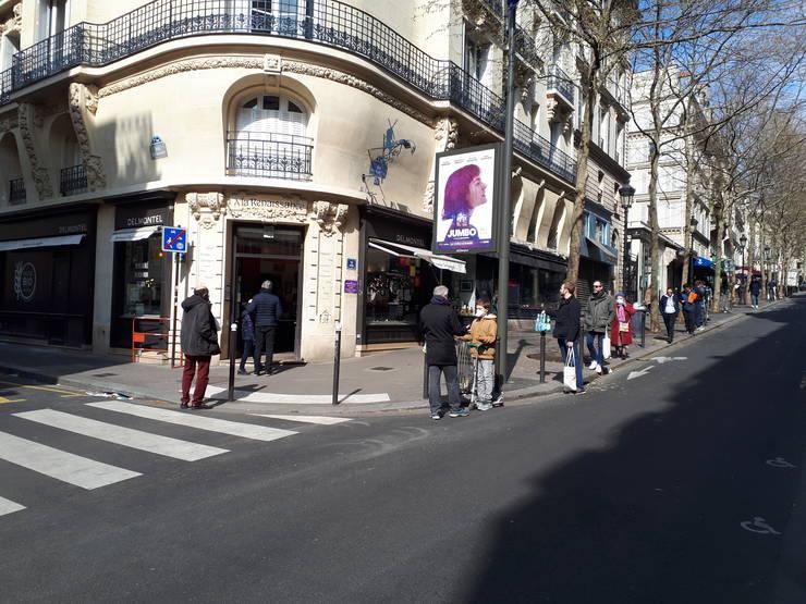 Coadà la pâine, Paris 22 martie. Franta este de martea trecutà în carantinà si cetàtenii nu au voie sà iasà din case decât pentru a cumpàra strictul necesar.