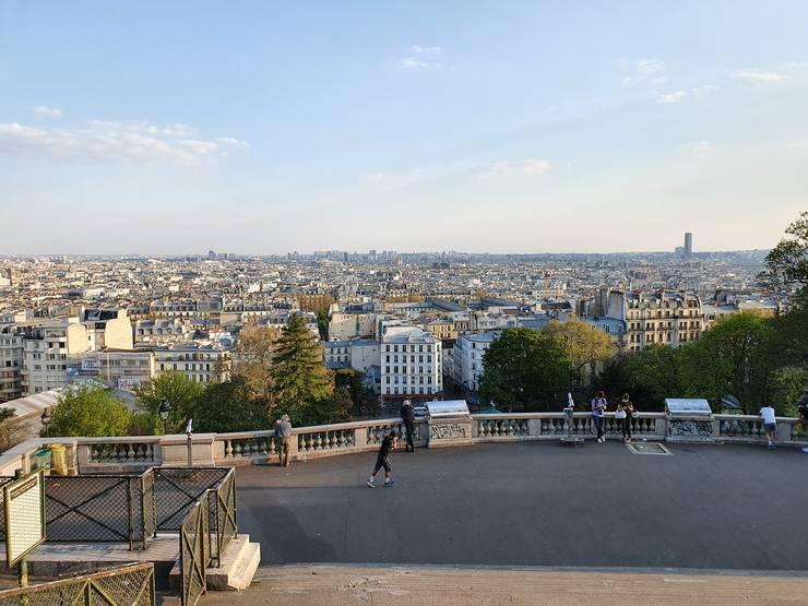 Parisul, vàzut din Montmartre, 9 aprilie 2020, una din zilele de vârf ale epidemiei de coronavirus.
