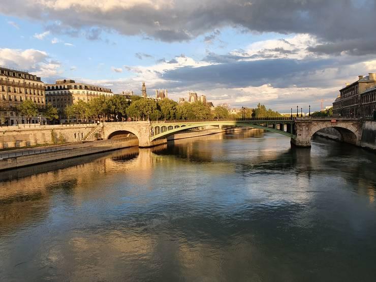 Pont Notre-Dame vàzut dinspre Pont au Change