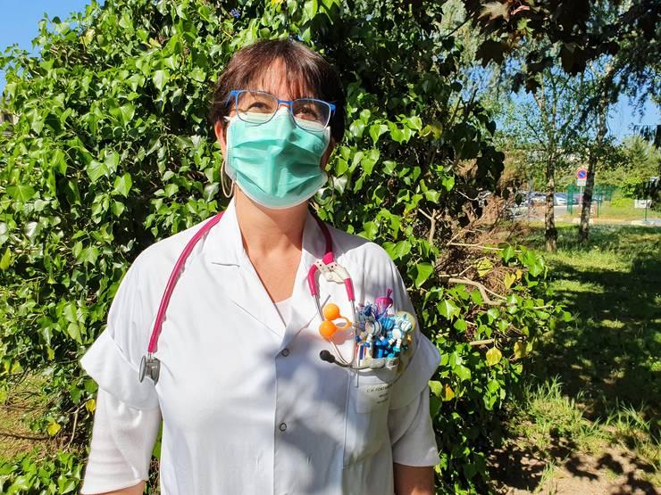 """Ioana Wiser Bàleni, medic pediatru de origine românà la spitalul din Fontainebleau, merge de douà sàptàmâni sà le dea o mânà de ajutor colegilor de la spitalul din Nemours, transformat în """"centru Covid-19"""""""