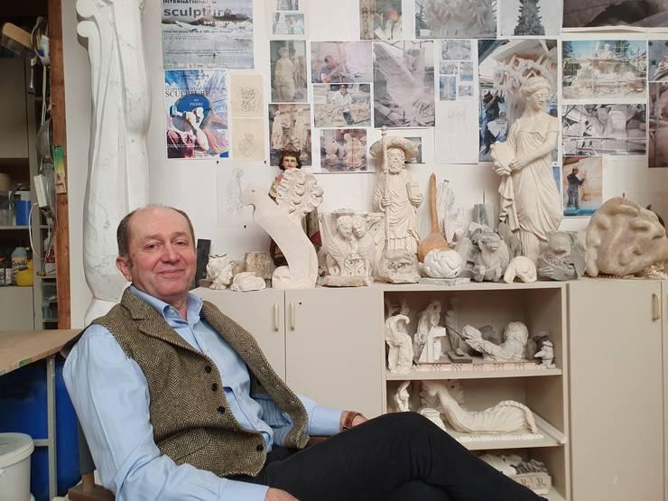 Viorel Enache în atelierul lui din Paris.