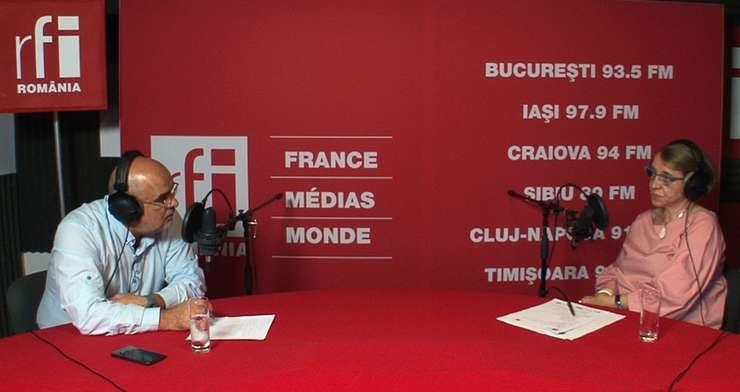 Ovidiu Nahoi și Cristina Guseth in studioul de inregistrari RFI Romania