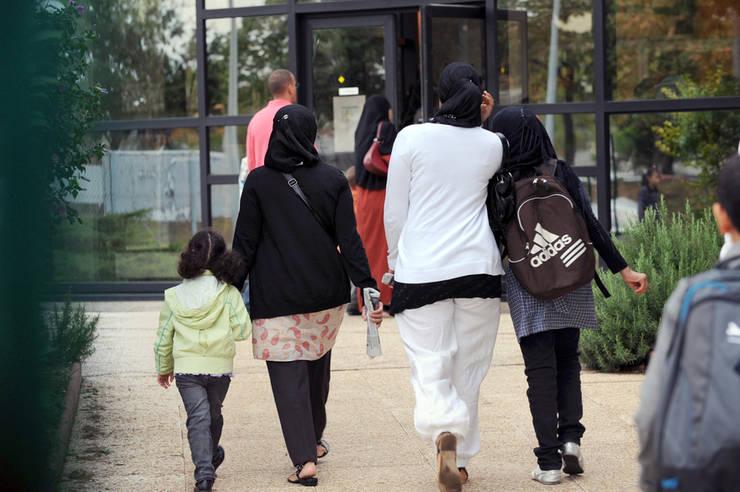 Eleve ale Liceului musulman Al-Kindi, într-o suburbie Lyon-ului,  2 septembrie 2009.