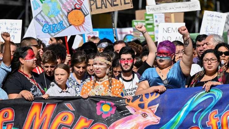 Tînăra militantă ecologistă Greta Thunberg la marşul pentru climat, vineri 27 septembrie la Montréal