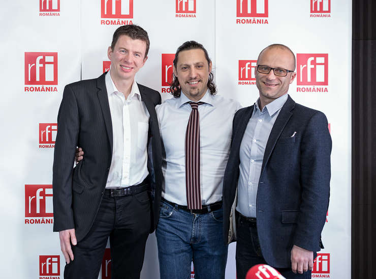 Diarmuid Gill, VP of Engineering al Criteo, jurnalistul Dan Pavel şi Laurenţiu Spermezan, Chief Operating Officer al Grupului Gemini Solutions in studioul radio RFI