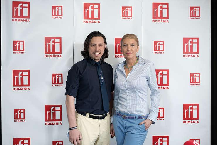 Dan Pavel și Thea Haimovitz in studioul radio RFI Romania