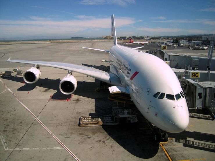Un A 380 al companiei Air France-KLM pe aeroportul din San Francisco