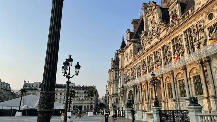 Absenta turistilor de mai bine de un an si lipsa de mobilitate rutiera declanseaza o criza economica pentru multi comercianti parizieni.