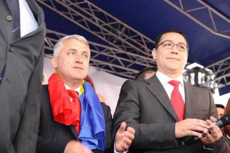 Adrian Țuțuianu (s), aici alături de președintele Pro România, Victor Ponta (Sursa foto: Facebook/Adrian Țuțuianu)
