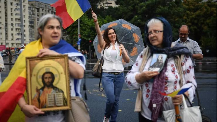 Lupta medicilor români cu teoriile conspirației (Reportaj AFP)   RFI Mobile