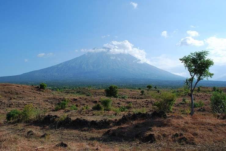În 1963, peste 1.000 de persoane au murit după o erupţie a vulcanului