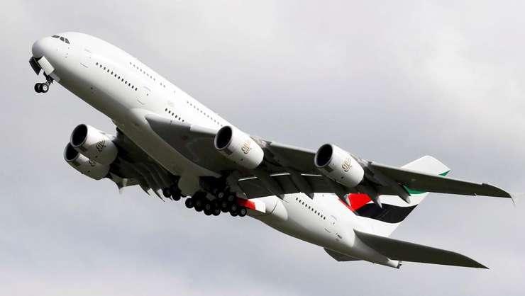 Airbus A380 este cel mai mare avion civil de transport pasageri din lume