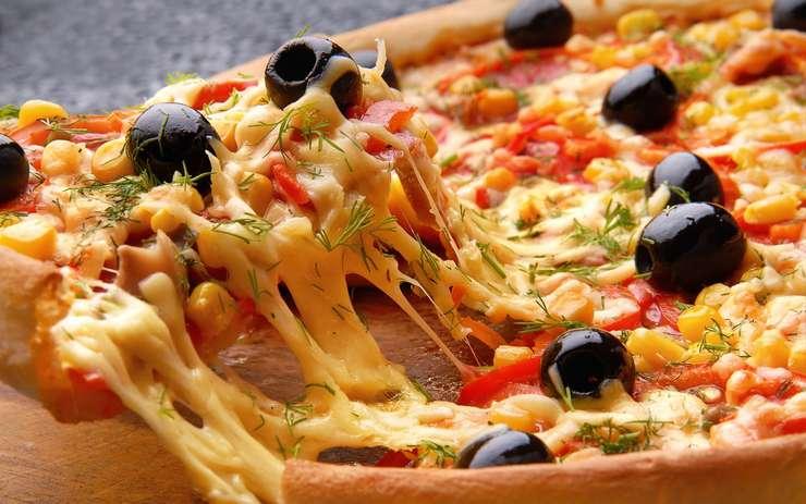 Pizza, alimentul ce creează cea mai mare dependenţă, potrivit unui studiu american.