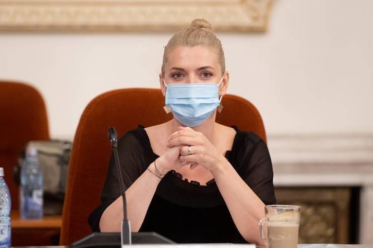Alina Gorghiu critică PSD, pentru legea privind acordarea de măști gratuite tuturor românilor (Sursa foto: Facebook/Alina Gorghiu)