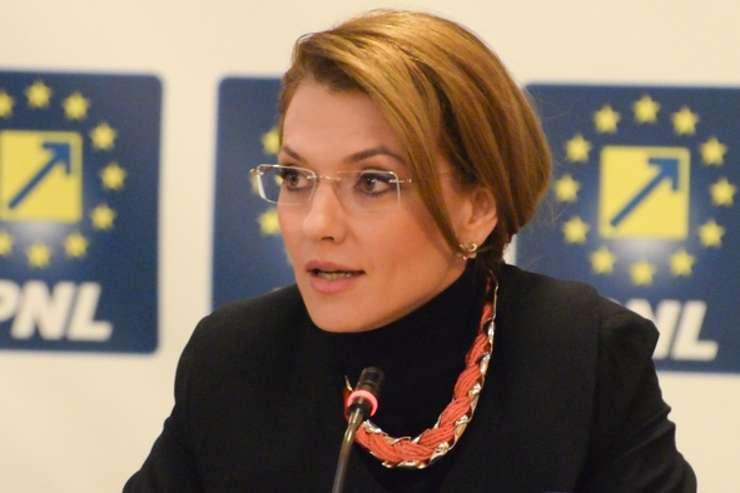 Senatorul liberal Alina Gorghiu (Sursa foto: site PNL)