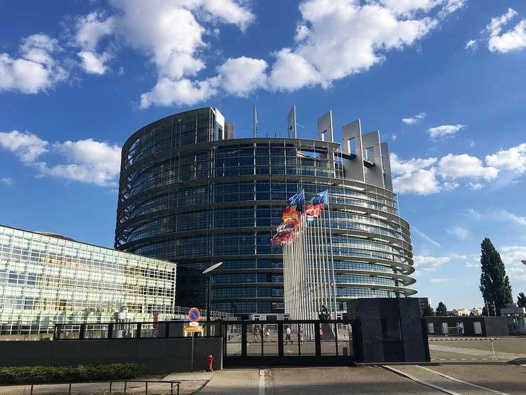 Șefii de stat din 21 de țări membre ale UE au semnat o declarație comună prin care cheamă cetățenii europeni la vot la alegerile pentru Parlamentul European.