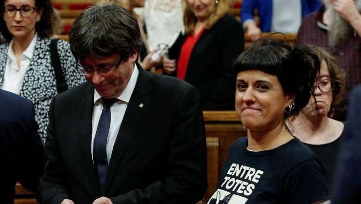 Anna Gabriel (dreapta) s-a refugiat în Elveția pentru a cere azil politic și pentru a denunța sistemul judiciar spaniol