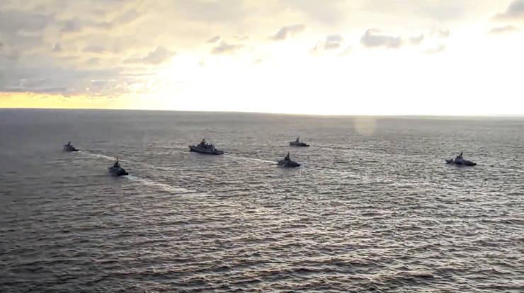 Vase de ràboi rusesti, la exercitii în Marea neagrà, 22 aprilie 2021.