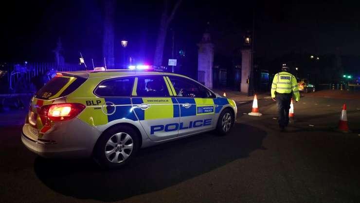 Poliţie, în zona palatului Buckingham (Foto: Reuters/Hannah McKay)