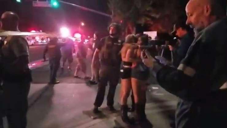 Forţe de ordine şi oameni speriaţi, după atacul armat de miercuri noapte din California (Sursa foto: Jeremy Childs/USA Today/AFP)