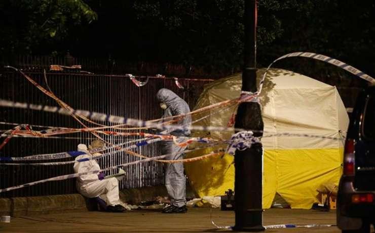 Poliția investighează în Russell Square