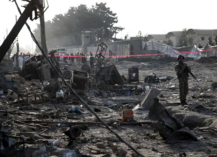 Explozia care a omorât 15 civili a fost extrem de puternică, distrugând multe cladiri din zonă