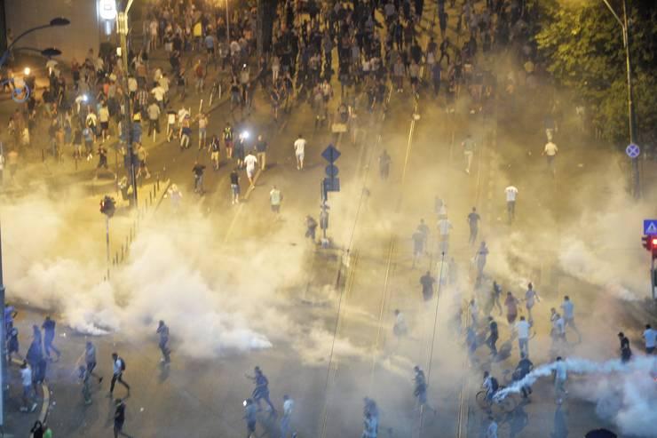 Gaze lacrimogene, la protestul din 10 august 2018 din Piața Victoriei (Sursa: MEDIAFAX FOTO/Andreea Alexandru)