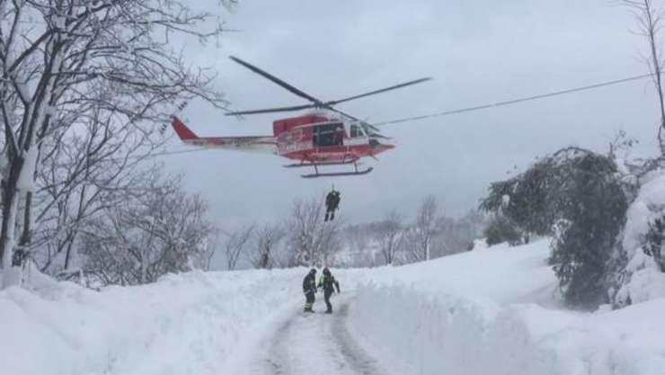 Oamenii au fost găsiţi în viaţă la circa 42 de ore după avalanşă
