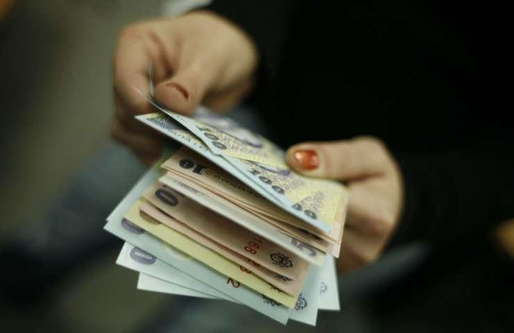 Din septembrie, peste 650.000 de bugetari vor primi salarii mai mari