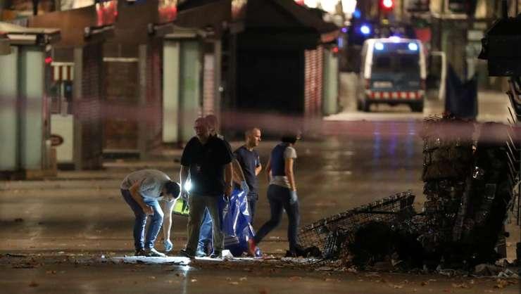 Politia catalanà cautà indicii la locul atentatului de pe Ramblas, la Barcelona, pe 17 august 2017