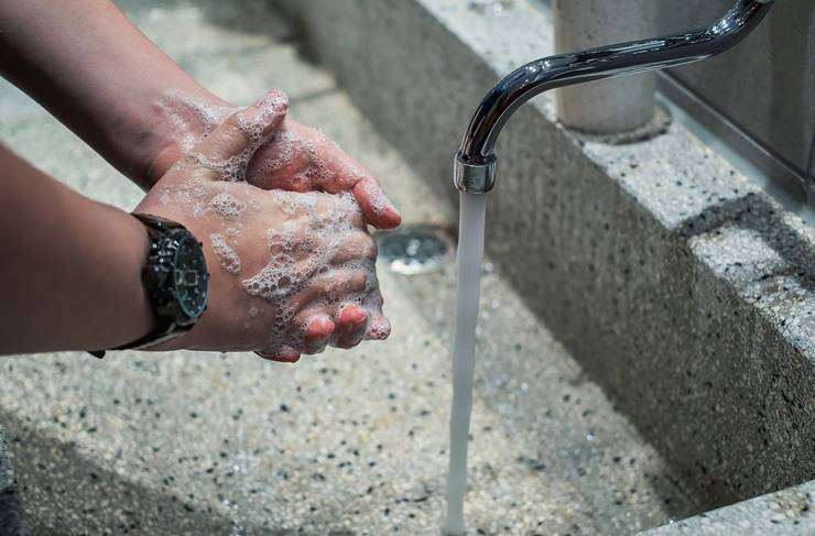 Spălatul corect pe mâini ne poate apăra de coronavirus (Sursa foto: pixabay)